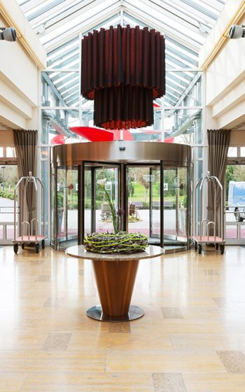 arosa-scharmuetzelsee-resort-marktplatz-lobby-2_kl